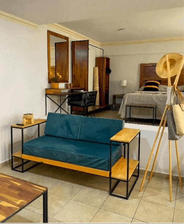Room 8 – King bed Suite – 3/22